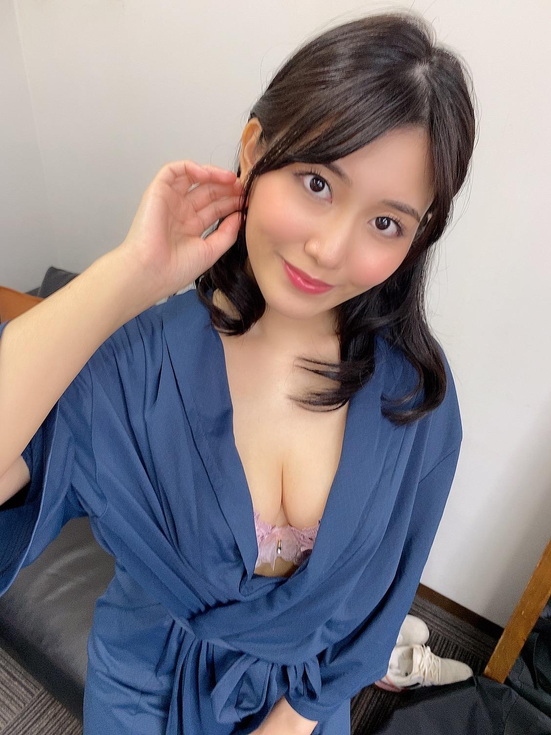 """Bật bãi khỏi nhiều bảng xếp hạng dù là do fan vote, Yua Mikami bất ngờ bị chỉ trích là """"overrated"""""""